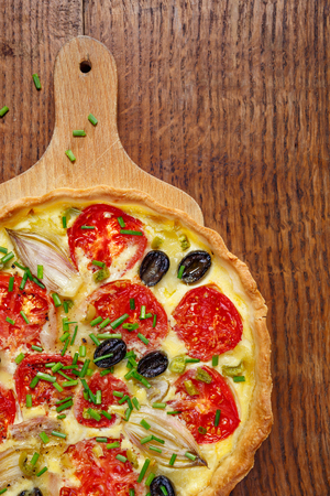 black olives: Vegetarian quiche with tomato, onion, black olives, fresh chives