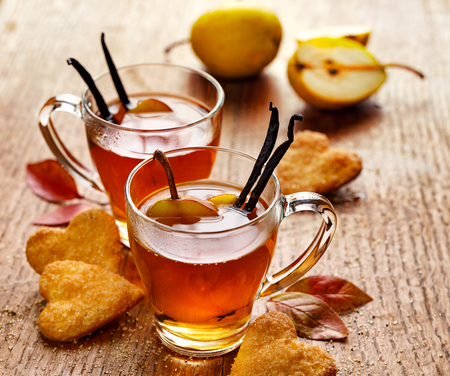 Hot fruit tea with ripe pears and vanilla, delicious and aromatic Standard-Bild