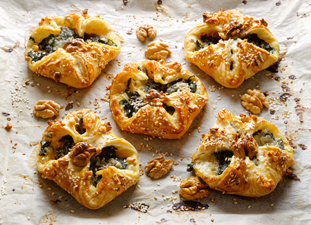 Spinach puff with Addition of Gorgonzola cheese, walnuts and sesame seeds Archivio Fotografico