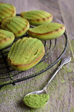 """Kuchen """"Madeleine"""" grüne Back Pulver Tee """"Matcha"""" Standard-Bild - 33487299"""