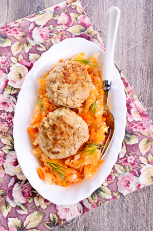cooked pepper ball: Meatballs with braised cabbage in a ceramic plate