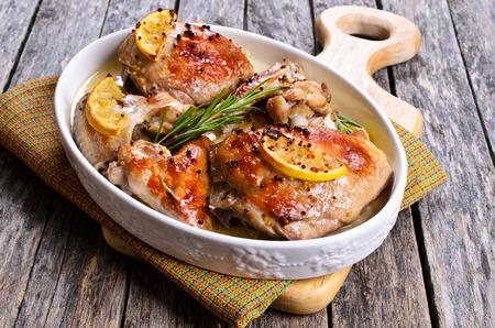 치킨 구이 레몬, 겨자, 로즈마리 스톡 콘텐츠