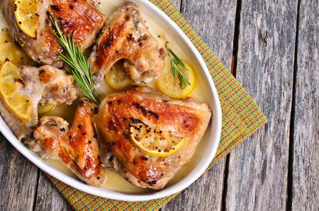 レモン、マスタード、ローズマリー焼き鶏 写真素材 - 42872383