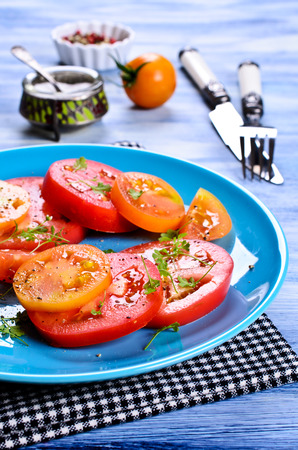 berros: Salad of tomatoes of different shapes and colors with watercress