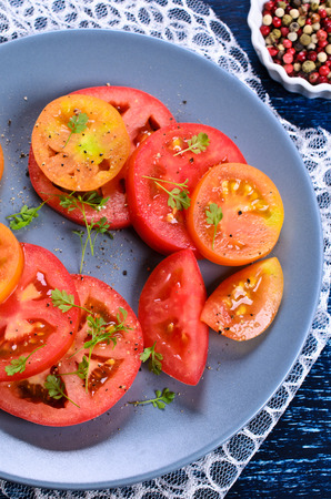 berro: Salad of tomatoes of different shapes and colors with watercress