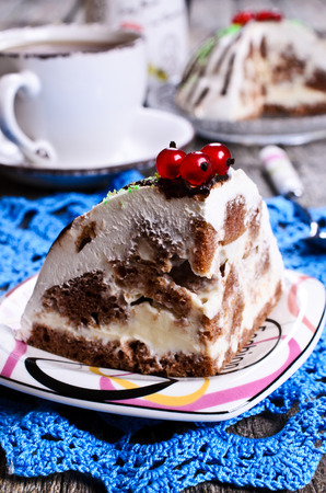 white cream: Piece of cake with a white cream and dark biscuit