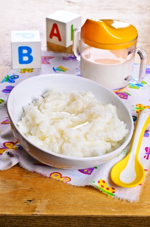 baby rice: Porridge with white rice and milk for baby food