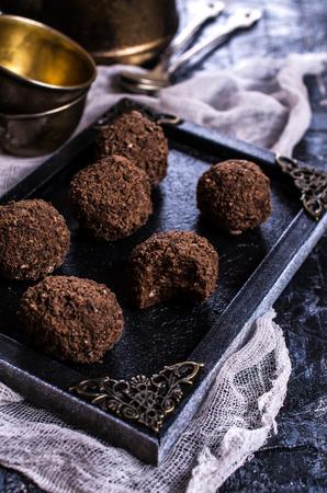 ドライ フルーツとナッツ チョコレート パン粉から自家製のお菓子。選択と集中。