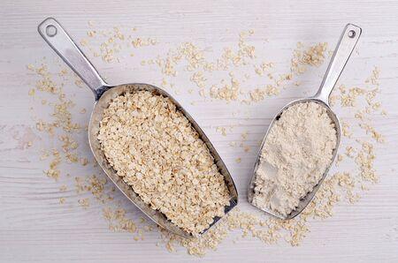 Flour made from oats. Rolled oats. Light wooden background. Selective focus. 免版税图像