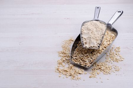 Flour made from oats. Rolled oats. Light wooden background. Selective focus. 免版税图像