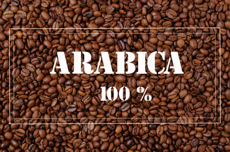 Background of grains of dark coffee with a frame for text. Design concept. Copy of the space. Banque d'images