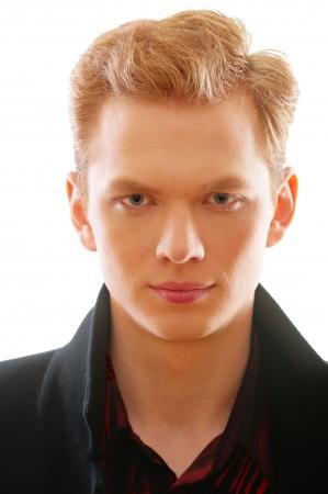 man close up: Ritratto di giovane dai capelli rossi close up, isolato su sfondo bianco.