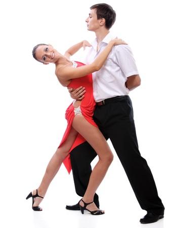 bailarines de salsa: Joven pareja baila tango, sobre fondo blanco.