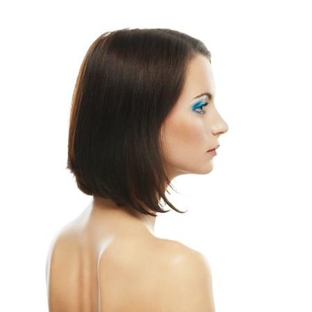 perfil de mujer rostro: Retrato de mujer joven y hermosa de cerca el perfil, aislado en fondo blanco.