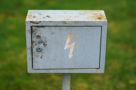 warns: Metal box with lightning, which warns of danger of electric shock.