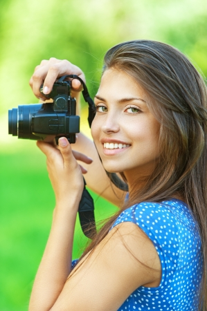 shootting: portrait young charming woman camera smiling background summer green park