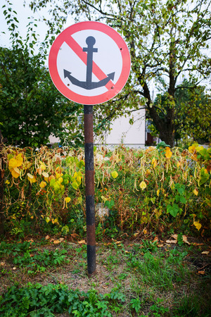 anchoring: Sign prohibiting anchoring ships and boats.