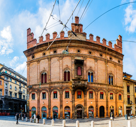 torri: BOLOGNA, ITALY - NOVEMBER 21 2016: Old building on Piazza di Porta Ravegnana (Porta Ravennate) is square. It is about Piazza Maggiore and Cathedral of Bologna, is site of Two Towers of Bologna.