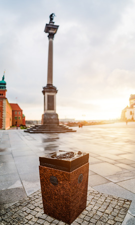 memorable: Memorable sign UNESCO near Sigismunds Column (Kolumna Zygmunta) is located in Castle Square, Warsaw, Poland. Column and statue commemorate King Sigismund III Vasa.