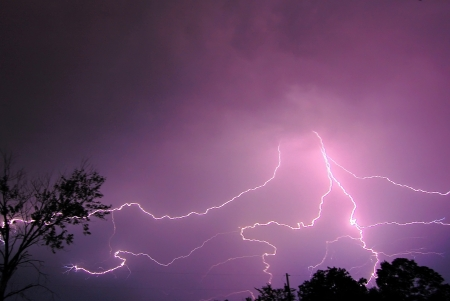 A brief storm that hit Missouri today to break up the heat wave for a few hours  版權商用圖片