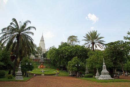 phnom penh: Wat phnom in Phnom Penh, Cambodia