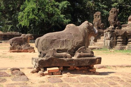 nandi: Nandi at Preah Ko in Angkor