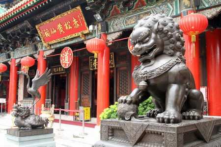 Guardian lion at Wong Tai Sin Temple in Hong Kong Stok Fotoğraf
