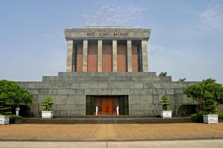 founding fathers: Ho Chi Minh Mausoleum in Hanoi, Vietnam