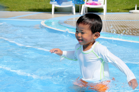2 years: Swiming Japanese boy (2 years old)