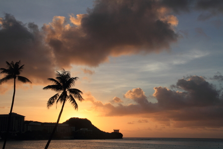Sunset in Tumon Beach, Guam 免版税图像
