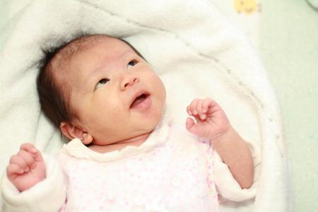 生まれたばかりの赤ちゃん (日本女児)