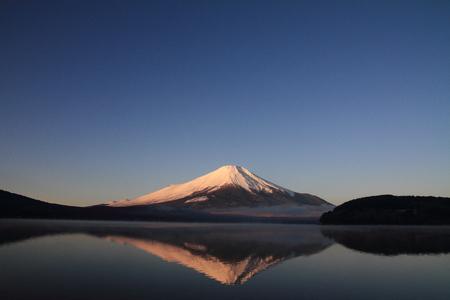 山中湖からの赤富士 (赤富士)