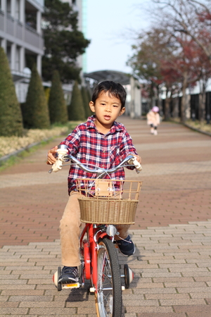 5 10 years old: Japanese boy on the bicycle (5 years old)