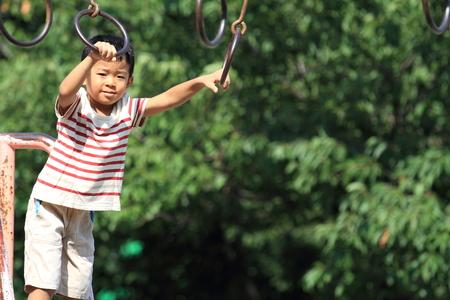 日本男児の陸上 (4 歳) 写真素材