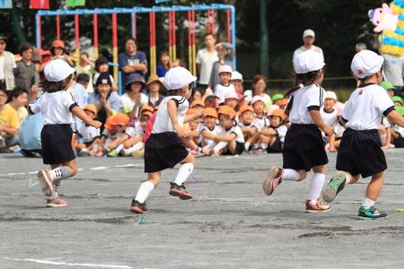 日本の幼稚園で運動会 報道画像