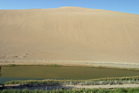 crescent lake: Crescent lake in Echoing-Sand Mountain, Dunhuang, China