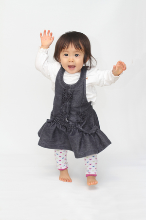 Japanese toddling girl (1 year old) 版權商用圖片