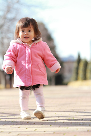 Japanese toddling girl (1 year old) 免版税图像