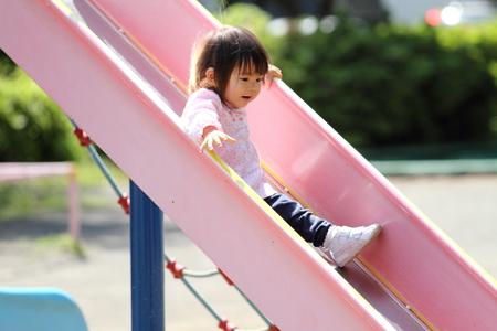 日本の女の子 (1 歳) のスライドの