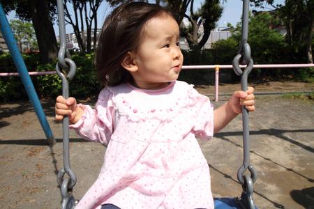 Japanische Madchen Auf Der Schaukel 1 Jahr Alt Lizenzfreie Fotos