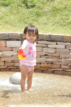 1 year old: Japanese girl playing with water (1 year old)