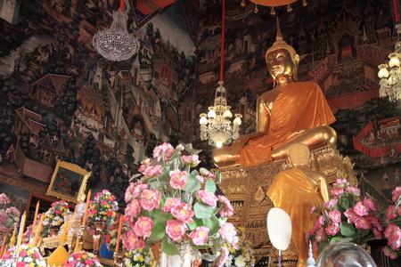 recline: Wat Pho (Temple of the Reclining Buddha) in Bangkok, Thailand