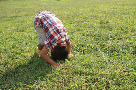 forward rolling Japanese boy (4 years old) Banco de Imagens