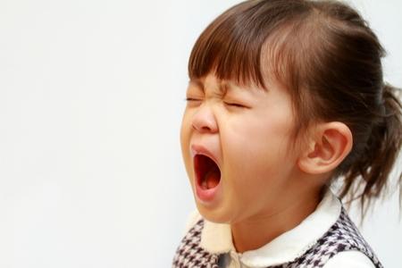 huilend Japans meisje (3 jaar oud)