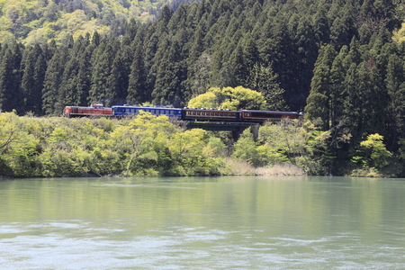 Agano river and DL train in Niigata, Japan Stock fotó