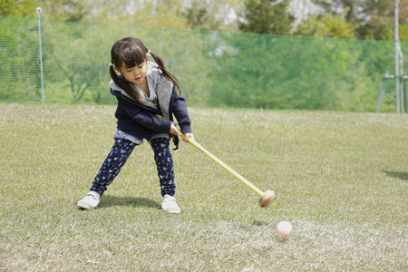 Japanese girl playing with putting golf (4 years old) Zdjęcie Seryjne