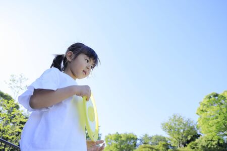 Japanese girl playing flying disc (5 years old)