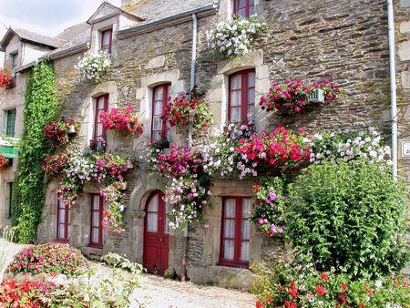 fachada de casa: t�pica casa de pueblo franc�s
