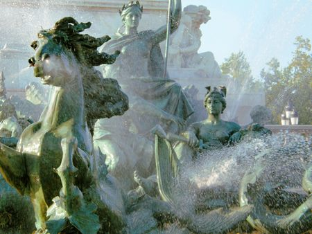 a close-up of an impressive fountain in Bordeaux Imagens