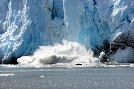 Glacier calving in Glacier Bay National Park, Alaska 스톡 콘텐츠